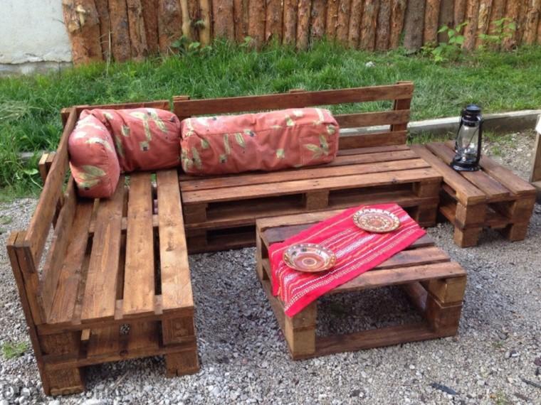 30 dise os de muebles de palets para tu jard n ideas for Bancos de madera para jardin baratos