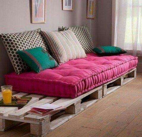 30 ideas de sillones y sof s de palets muy originales for Sofa cama de dos cuerpos