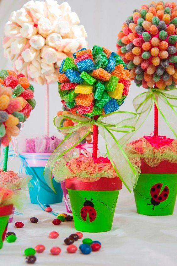 Excelentes ideas de centros de mesa con dulces 4
