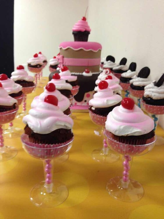 Excelentes ideas de centros de mesa con dulces 6