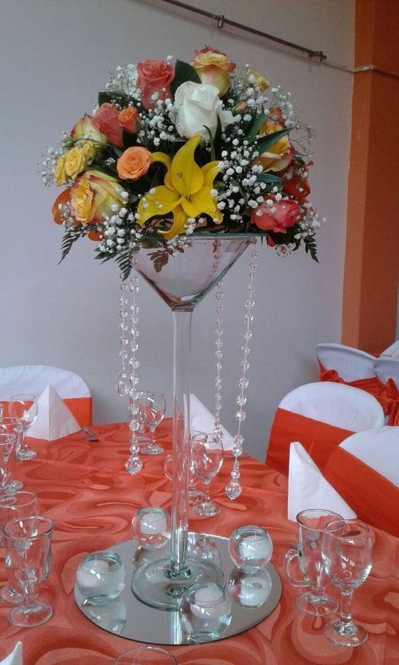 Centros de mesa con copas. Un fino detalle para tu fiesta. 8