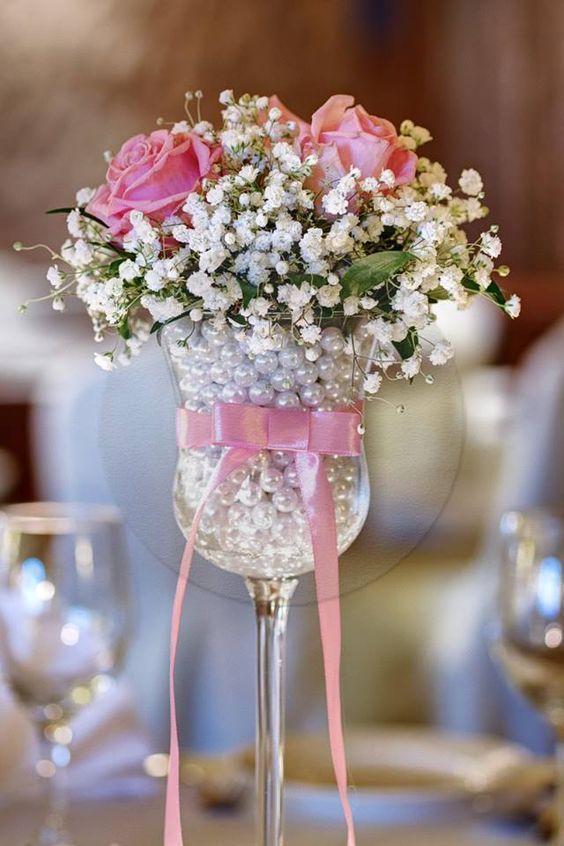 La imagen tiene un atributo ALT vacío; su nombre de archivo es centros-de-mesa-con-copas-y-flores-2-1.jpg