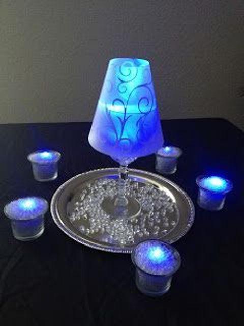 Centros de mesa con copas. Un fino detalle para tu fiesta. 5