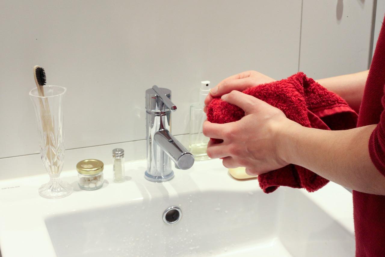 ¿Cómo lavarse las manos correctamente? Paso a paso 7
